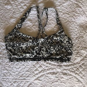 Lululemon black & white sports bra